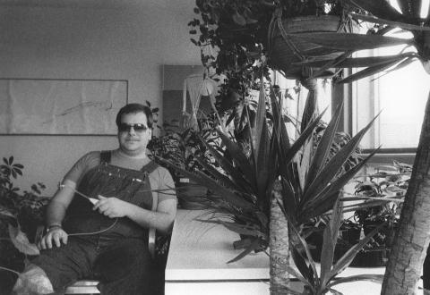 [ Fig. 01 ] Marc Paradis chez lui, 198?.